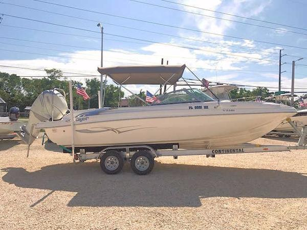 Kayot V220i Deck Boat