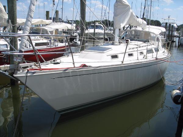 Sabre 36 Sabre 36 - Port Side at the Dock