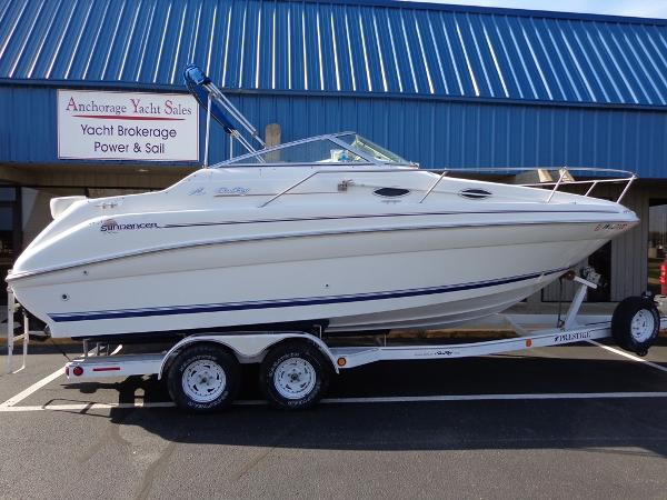 Sea Ray 240 Sundancer Exterior 1