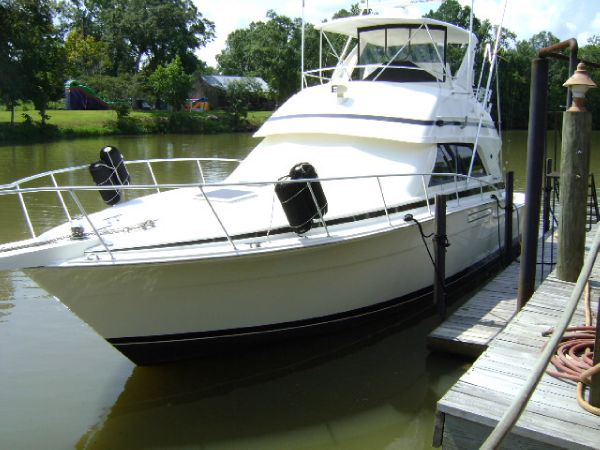 Bertram 43 Convertible Port Profile