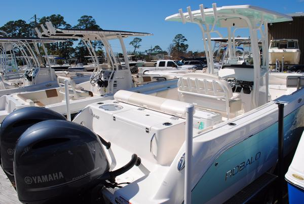 Robalo 242 Center Console 2017-Robalo-242-Center-Console-Fishing-boat