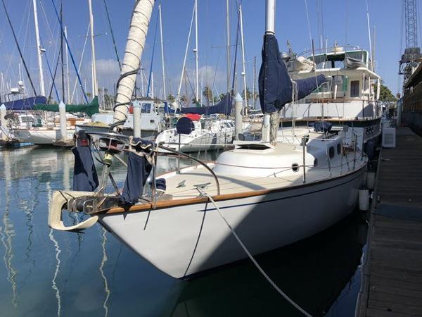 Pearson Alberg 35 Dockside