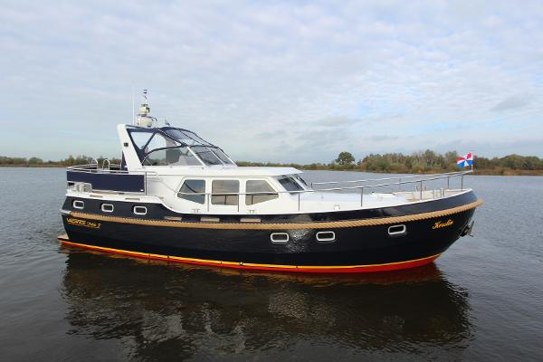 Motor Yacht Vacance Solide 37