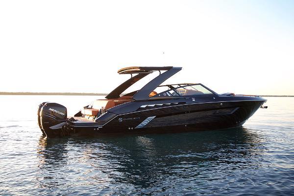 Cruisers Yachts 338 Bowrider  Sistership - Profile