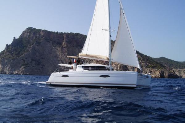 Fountaine Pajot Helia 44 Cruising