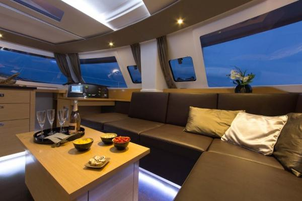 Fountaine Pajot Helia 44 Saloon