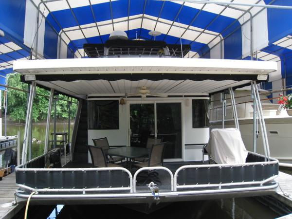 Lakeview Houseboat 16' x 60'