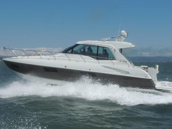 Cruisers Yachts 48 Cantius Exterior 1