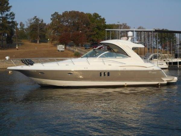 Cruisers Yachts 420 Express Profile