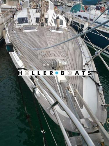 Belliure 41 berthed