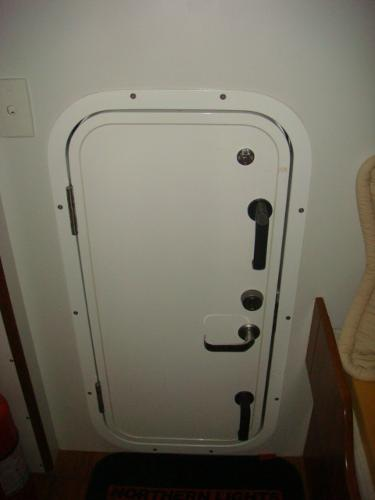 40' Nordhavn forward engine room door