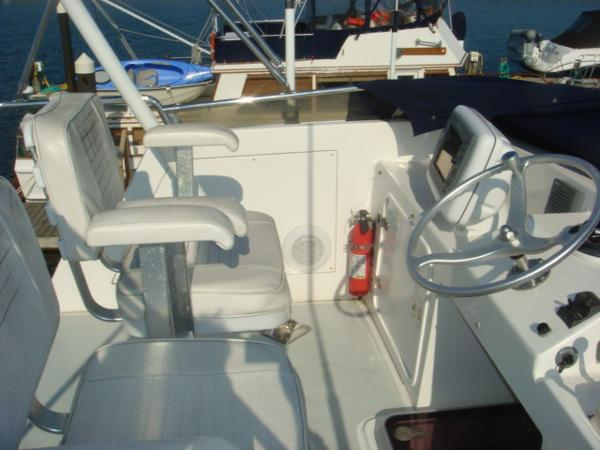 40' Nordhavn flybridge port