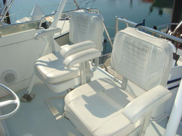 40' Nordhavn flybridge helm seats