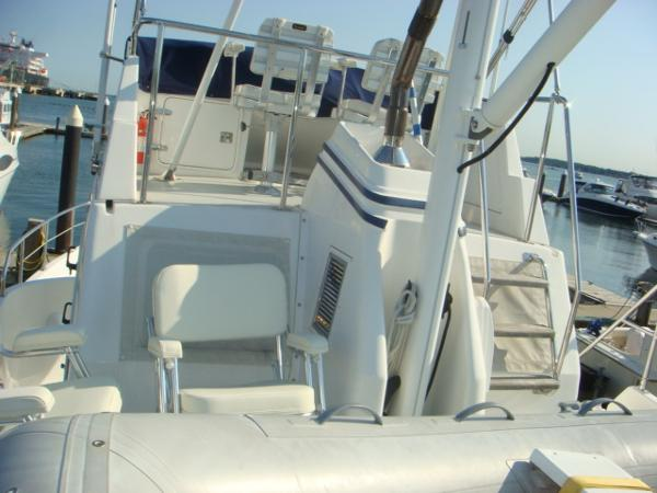 40' Nordhavn tender deck forward