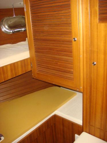 40' Nordhavn guest stateroom photo2