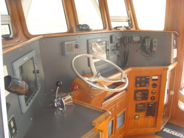 40' Nordhavn pilothouse helm
