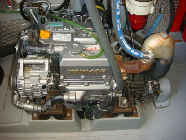 40' Nordhavn wing engine photo1