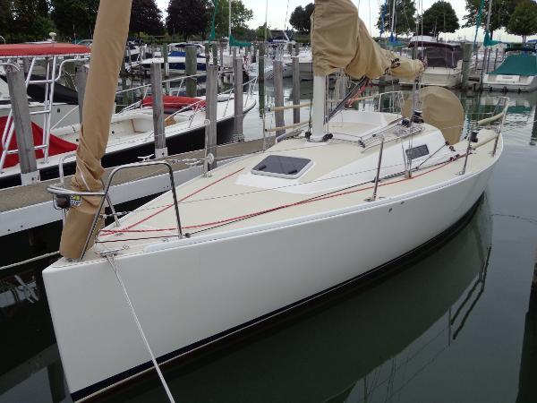 J Boats 95 Dockside
