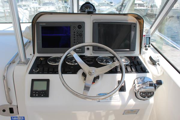 Luhrs 31 Open Electronic Controls and Auto Pilot