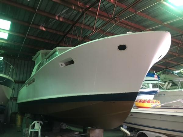 Chris-Craft 42 Commander