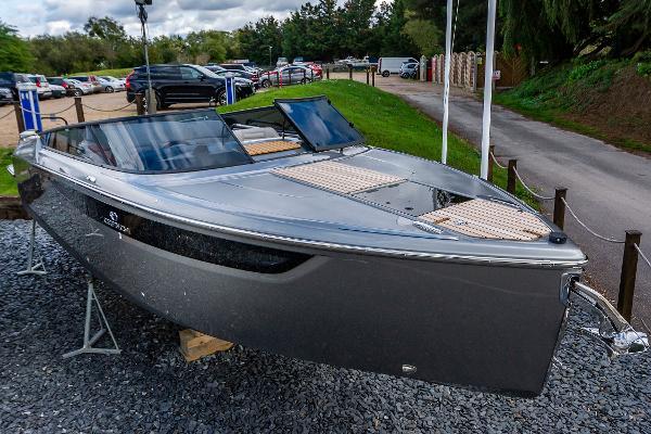 Cranchi E26 Classic Cranchi E26 Classic Racecourse Marina Tingdene Boat Sales