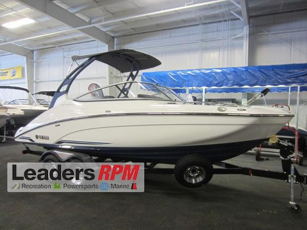 Yamaha Boats 212 LTD S