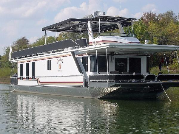Sunstar 17' x 75' Houseboat Exterior 1