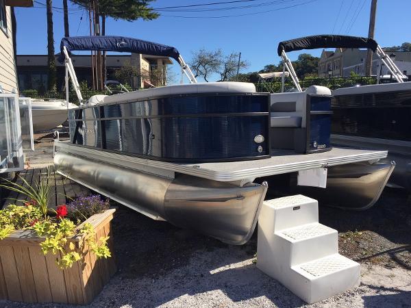 Crest Pontoon Boats I 220