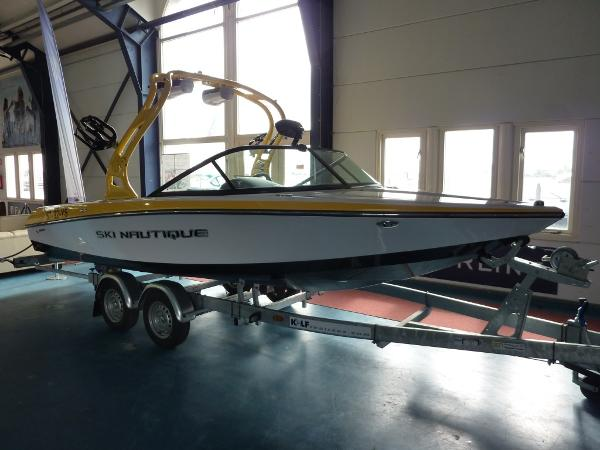 SKI NAUTIQUE 200 Closed Bow Ski Nautique 200 Closed Bow 2013