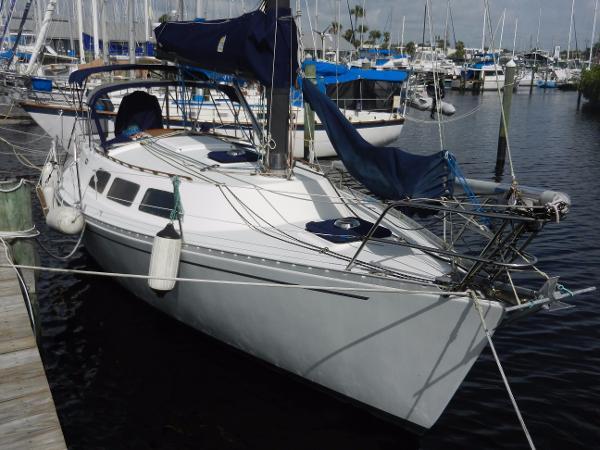 Freedom Yachts 32