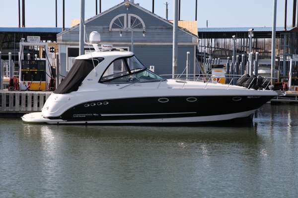 Chaparral 350 Signature Cruiser