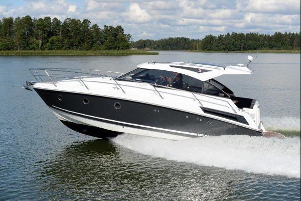 Grandezza 33 OC Austellungsboot