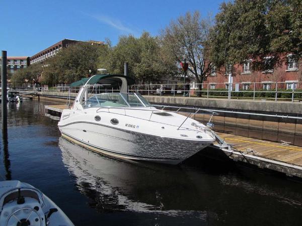 Sea Ray 260 Sundancer Starboard Bow