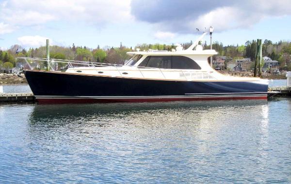 Hinckley Talaria 48 Motoryacht Hemmerdinghy