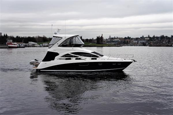 Sea Ray 450 Sedan Bridge Starboard profile