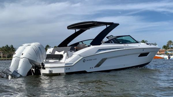 Cruisers Sport Series 338 Outboard