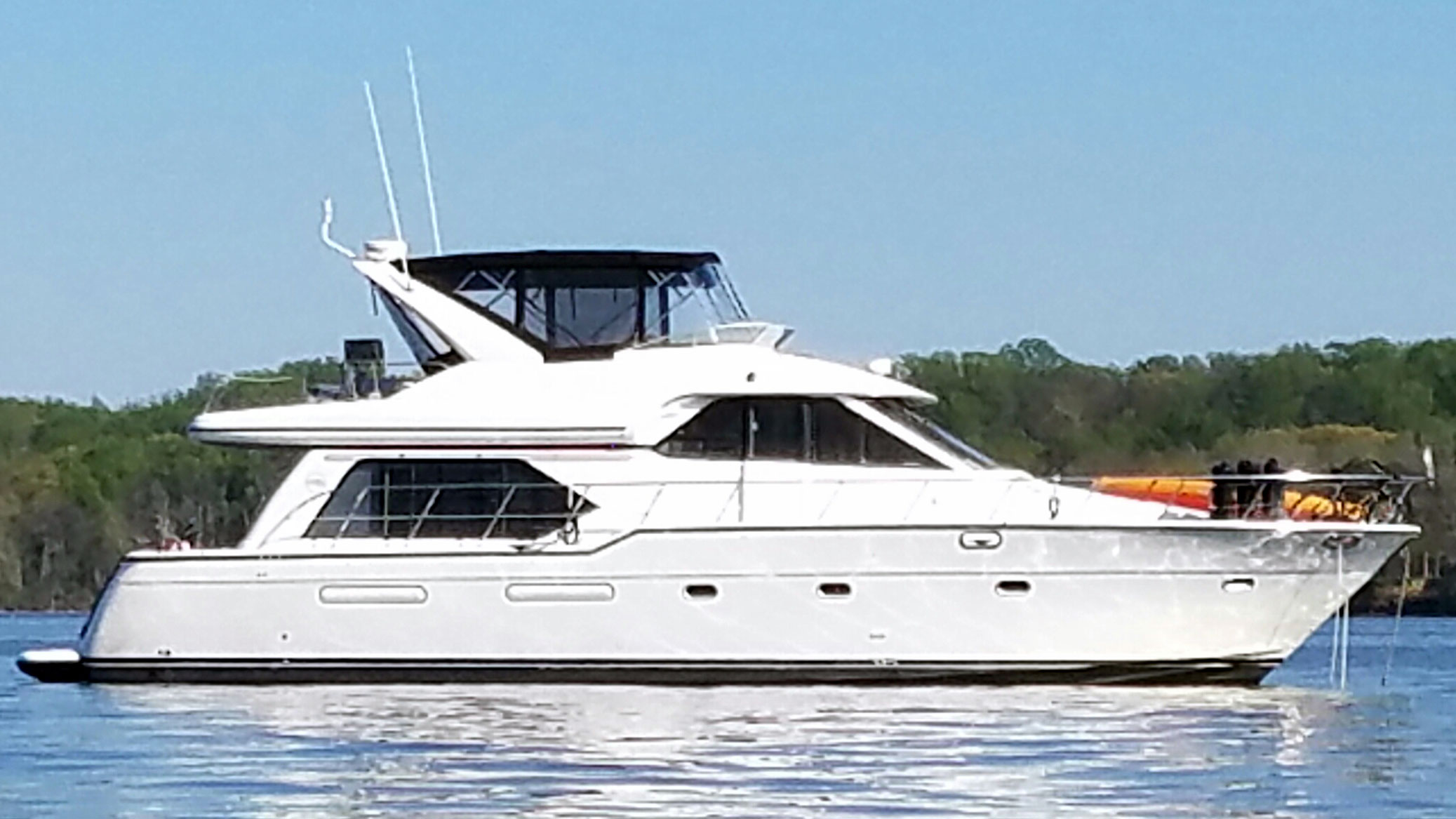 Bayliner 5288 PHMY Starboard Profile