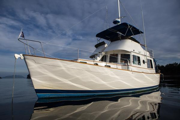 Willard 40 Flybridge Trawler