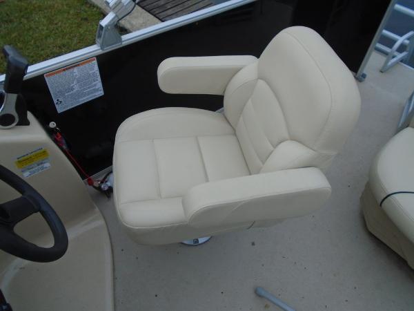 Sylvan 820 Cruise