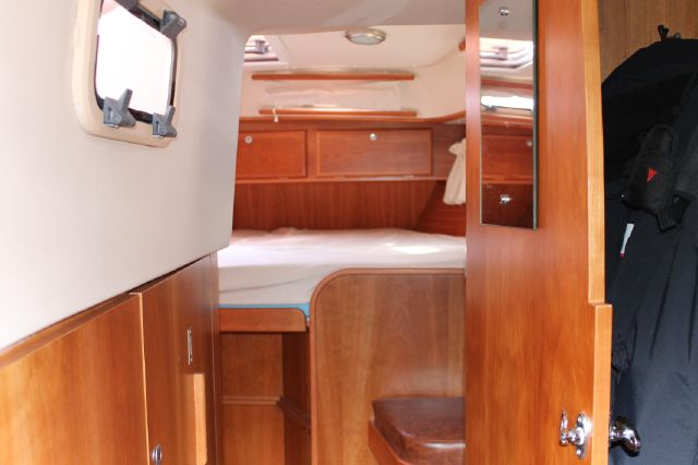 Access from heads to Owners aft cabin