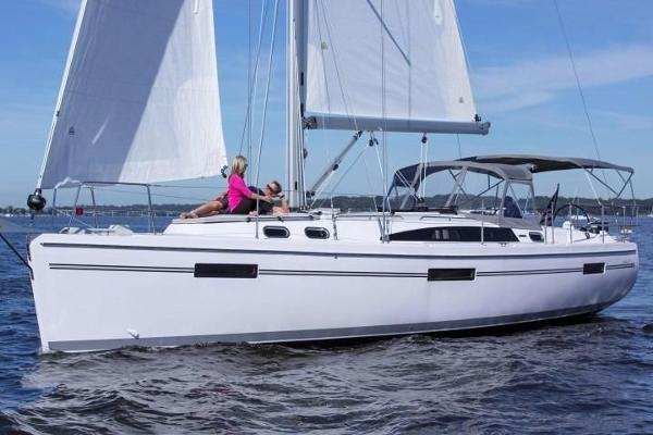 Catalina 425   In-Stock