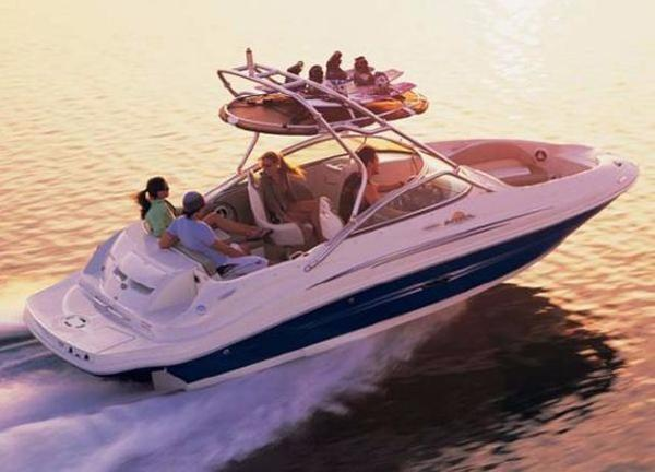 Sea Ray 220 Sundeck Profile