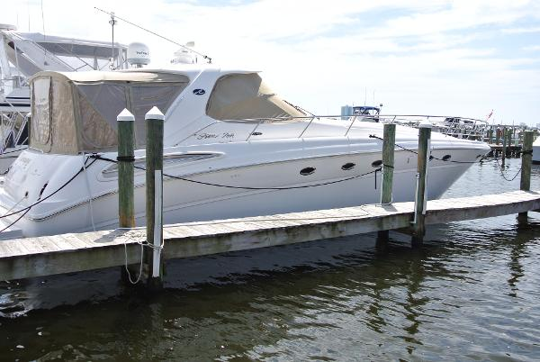 Sea Ray 510 Sundancer Starboard Dock Shot
