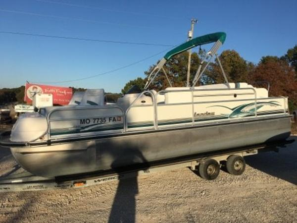 Landau Boat Co  22 fish tri-toon