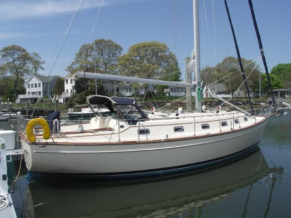 Island Packet 40 Starboard view