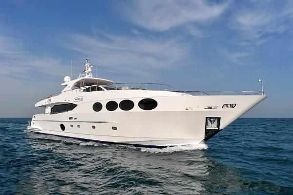 Gulf Craft Majesty 105