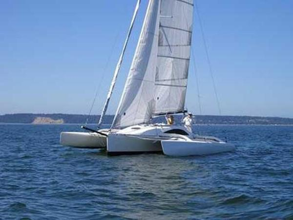 Farrier F-33 sailing