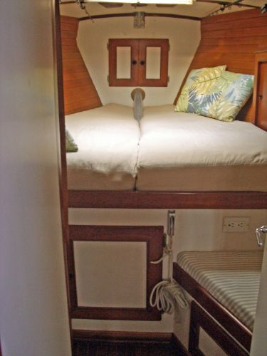 Stevens 47 Double Berth Fwd Cabin