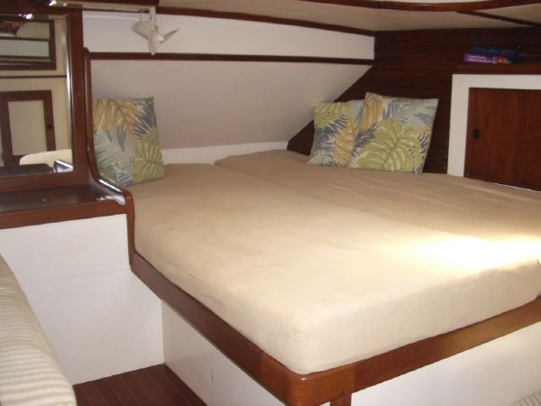 Stevens 47 Queen Double aft Stateroom
