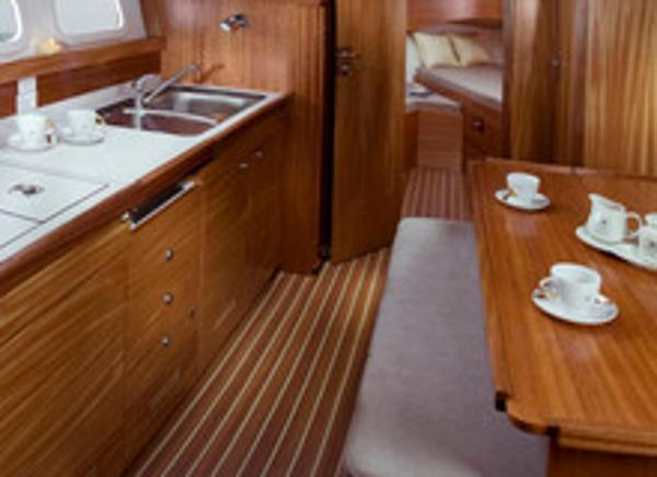 Delphia Escape 1050 Interior